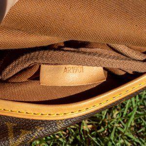 Louis Vuitton Bags - Auth LOUIS VUITTON Saumur 30
